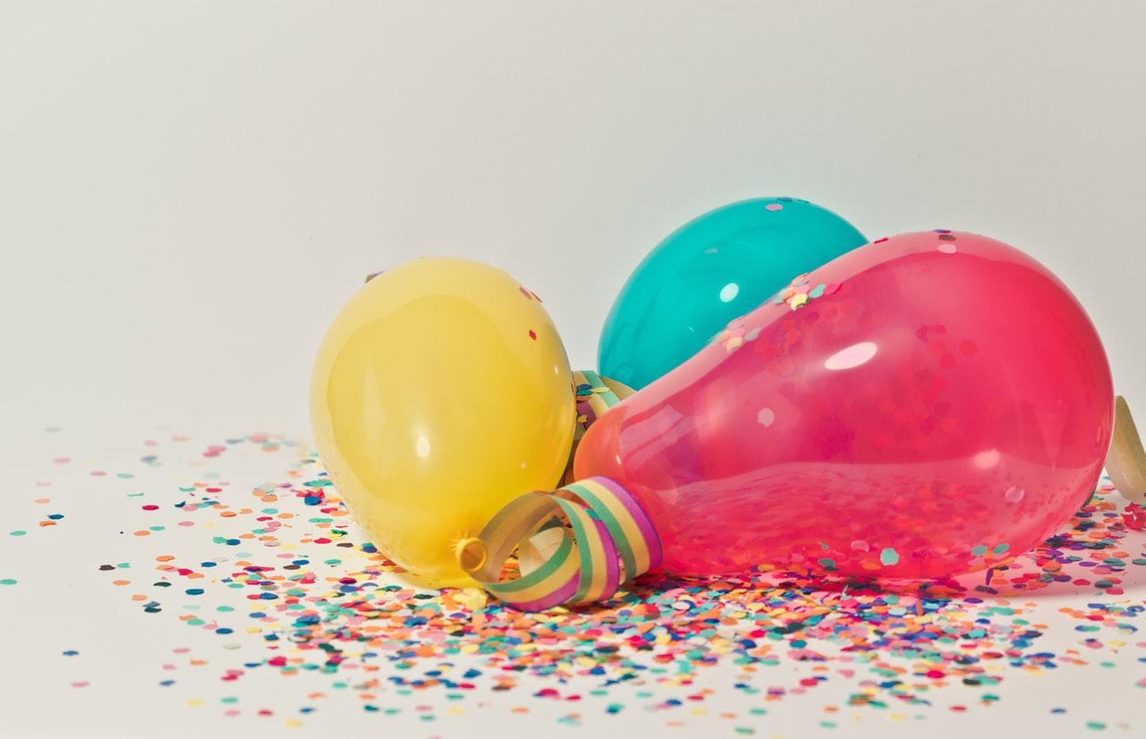 Tre ballonger i olika färger